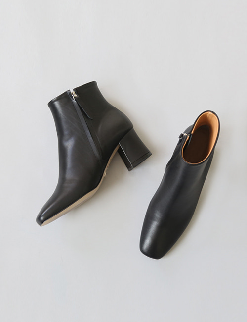 CLOQ ANKLE LEATHER BOOTS
