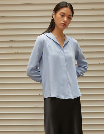 FLAT SILKY BLOUSE